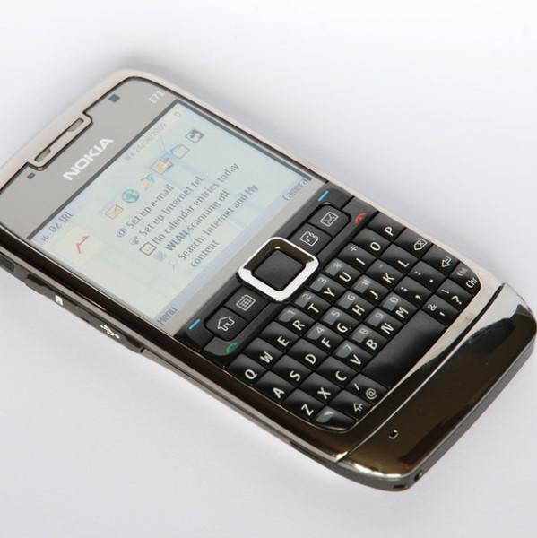 Smartphone-uri noi 2018 - Nokia E71